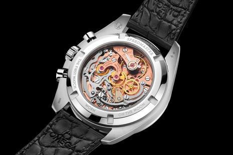 Reloj galáctico: el modelo de Omega que pone un fragmento de la Luna en tu muñeca