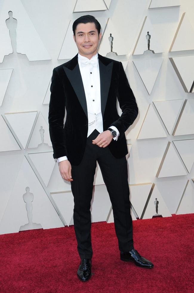 ec16d148f El actor británico de origen malayo debutó en la alfombra roja de los Oscar  con un imponente esmoquin de Ralph Lauren. El atuendo fue de los más  comentados ...