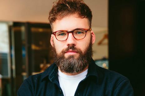 """Tom Broughton: """"Pronto podremos diseñar gafas que vayan más allá de los límites de nuestro cerebro"""""""