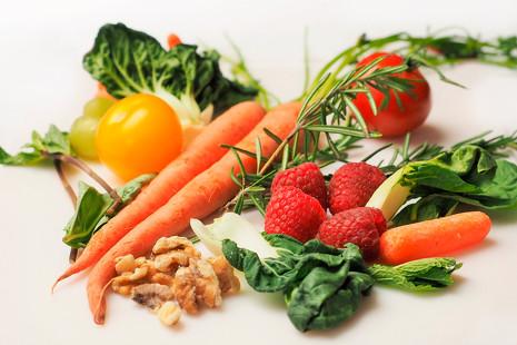 Nueces, fresas, remolacha... 10 alimentos útiles para la prevención del cáncer