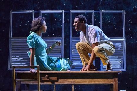 'Pequeña isla', el teatro como antídoto contra la mezquindad y el racismo