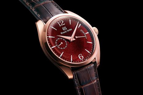 Seiko presenta sus relojes artesanales con laca y polvo de oro